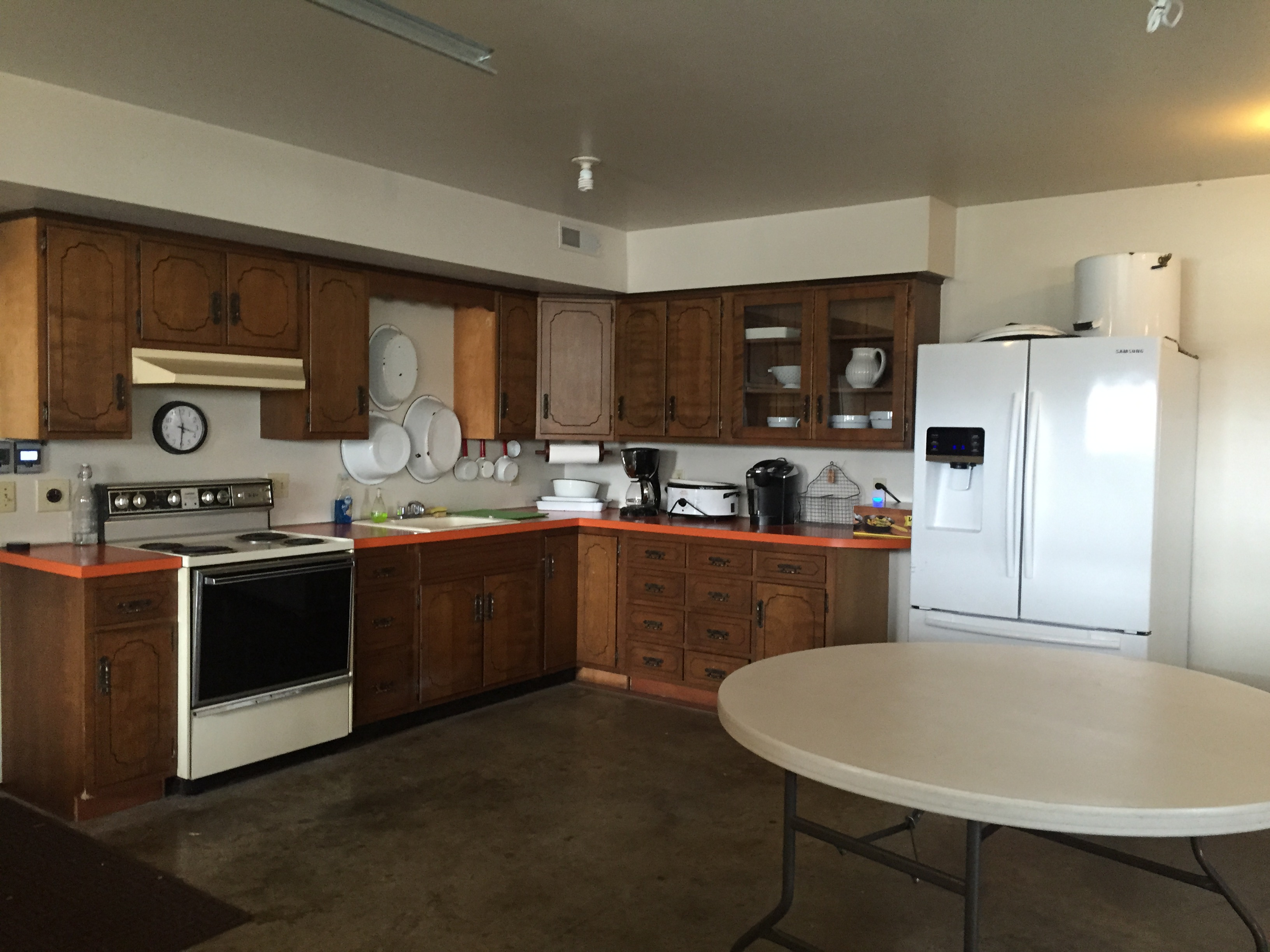 Garage kitchen cambridge meadows guest house for Kitchen units in garage